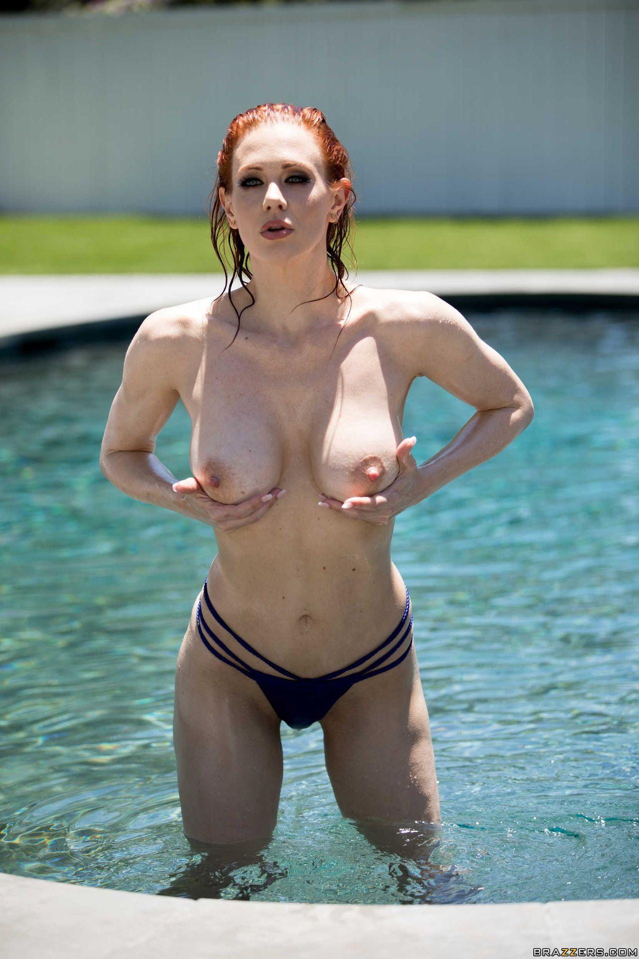 Maitland Ward Nude – Wet And Wild 021