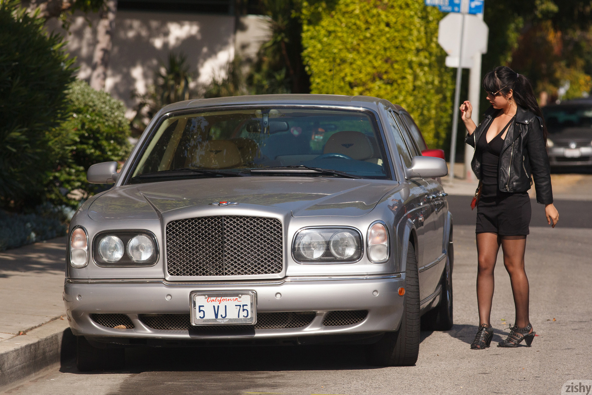 Amber Santos Bentleys And No Fux Zishy (2)