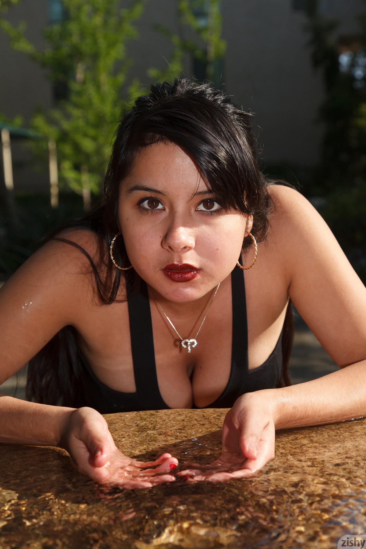 Amber Santos Bentleys And No Fux Zishy (15)