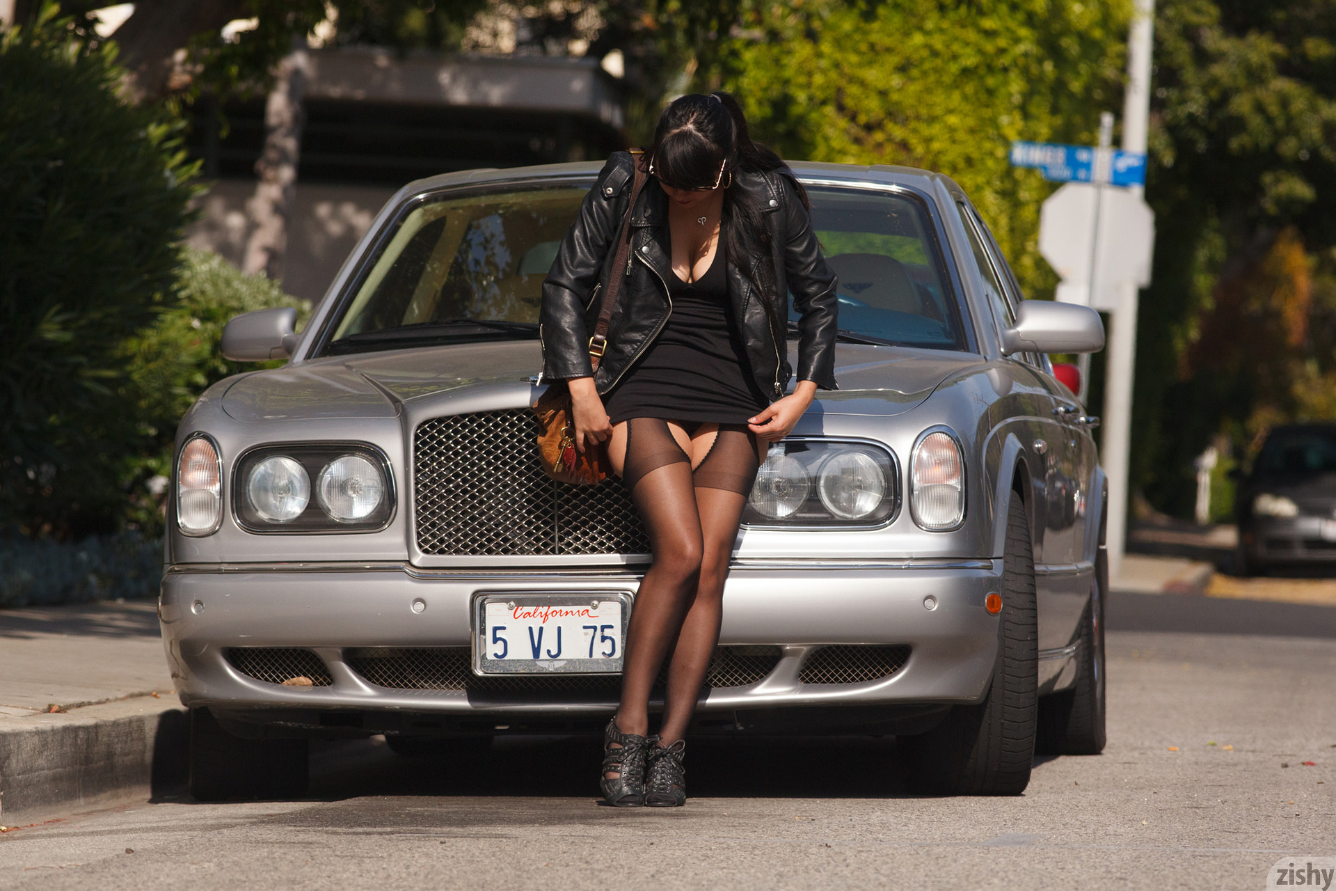 Amber Santos Bentleys And No Fux Zishy (3)