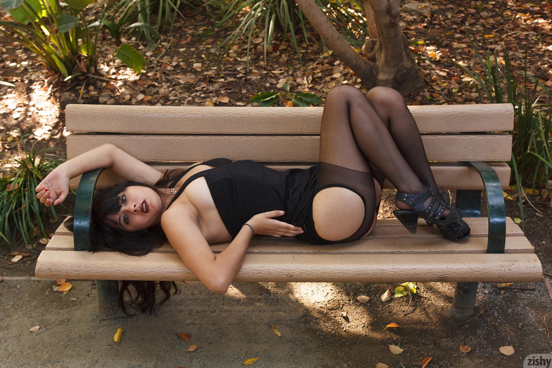 Amber Santos Bentleys And No Fux Zishy (30)
