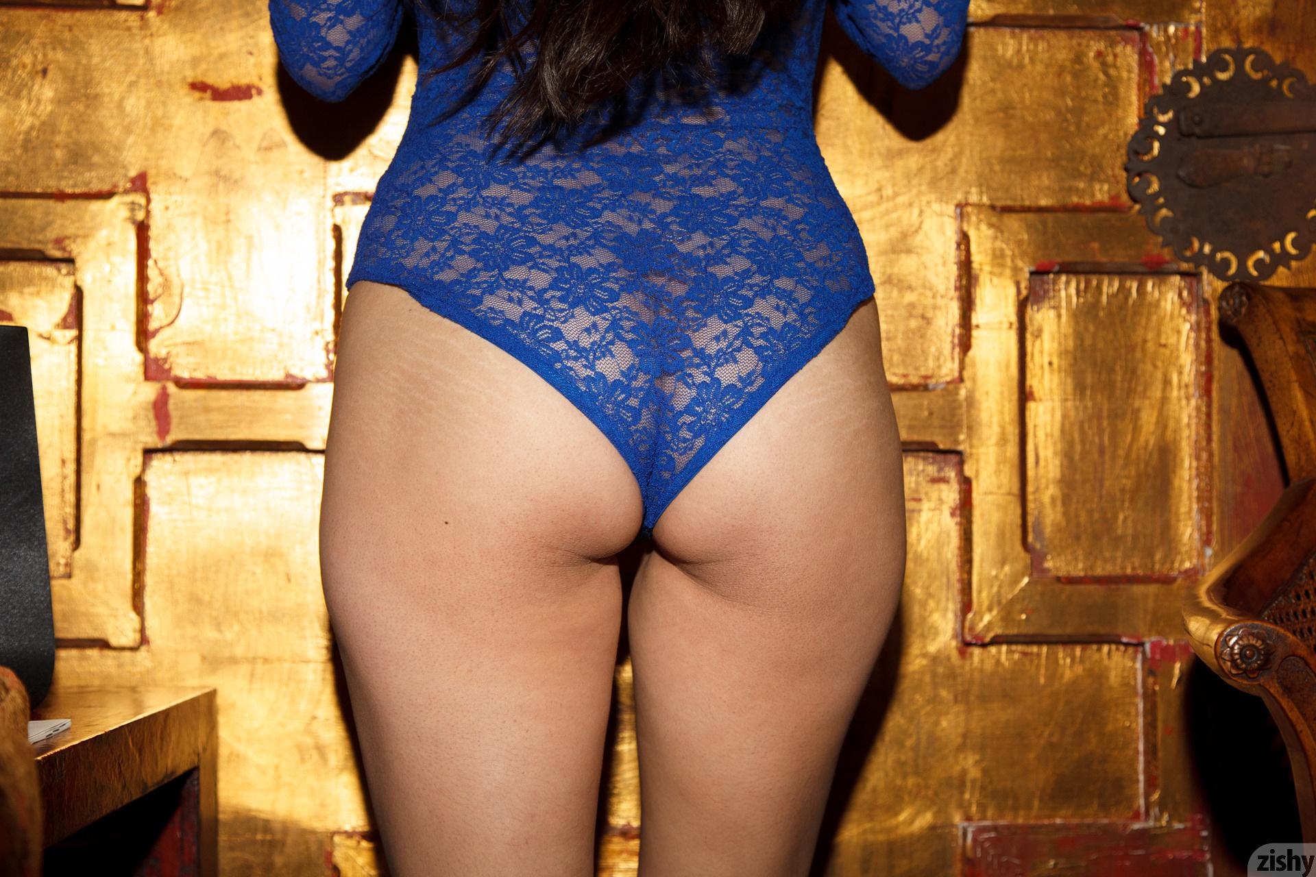 Amber Santos Bentleys And No Fux Zishy (36)