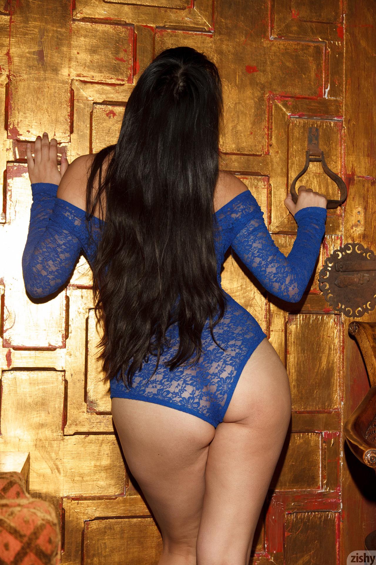 Amber Santos Bentleys And No Fux Zishy (37)
