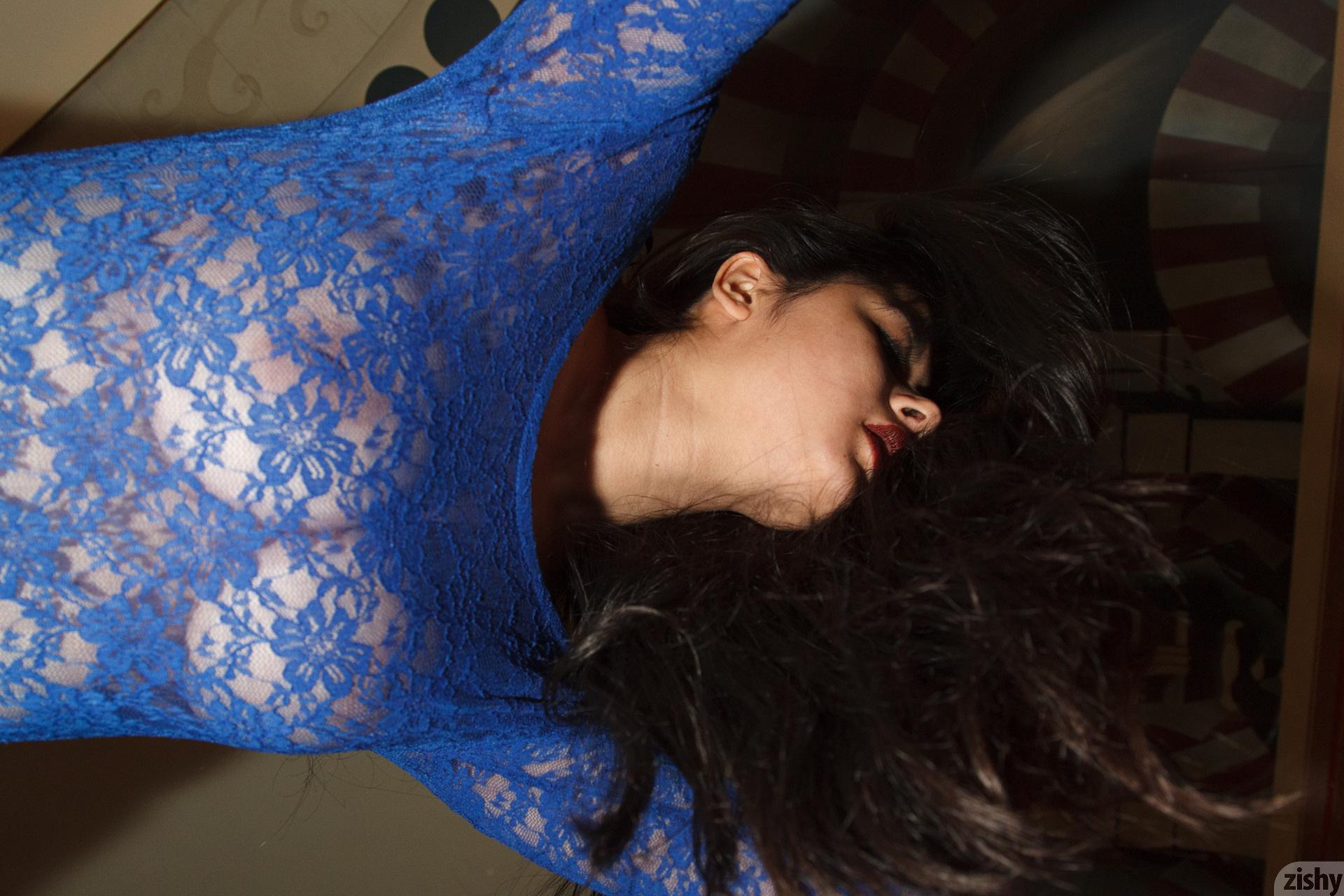 Amber Santos Bentleys And No Fux Zishy (41)