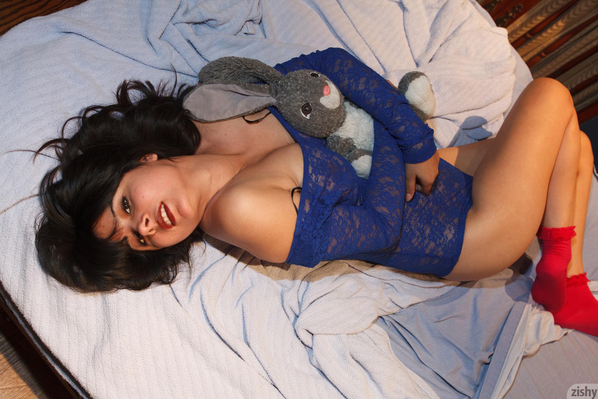 Amber Santos Bentleys And No Fux Zishy (46)