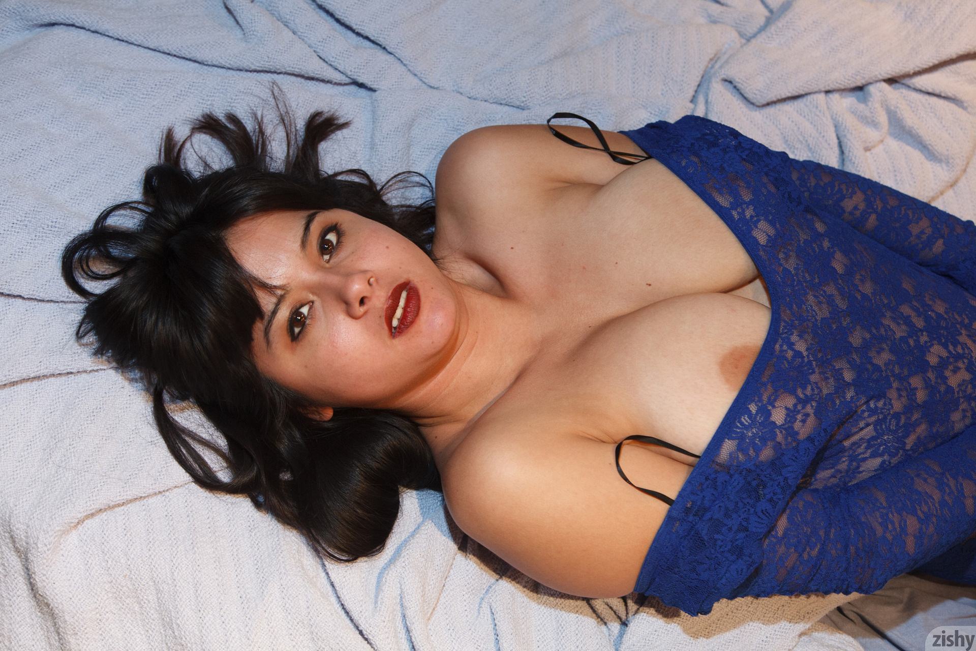 Amber Santos Bentleys And No Fux Zishy (48)