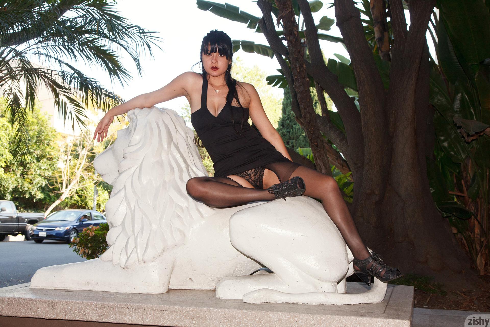 Amber Santos Bentleys And No Fux Zishy (8)
