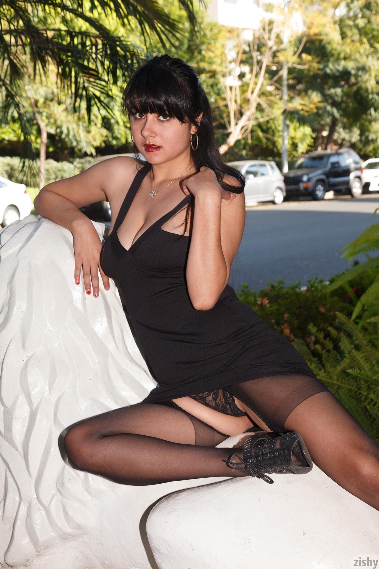 Amber Santos Bentleys And No Fux Zishy (9)