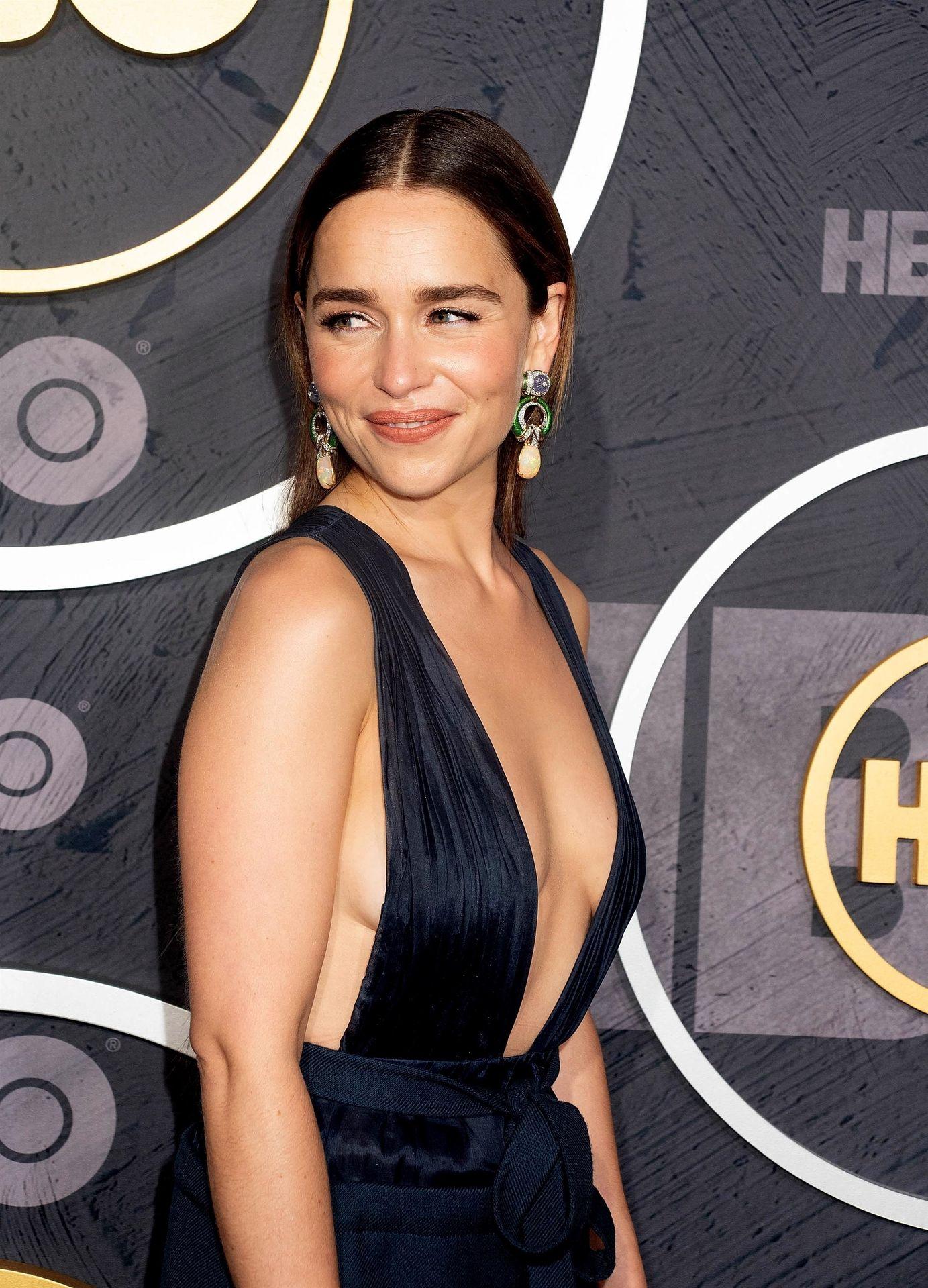 Emilia Clarke Sexy 013