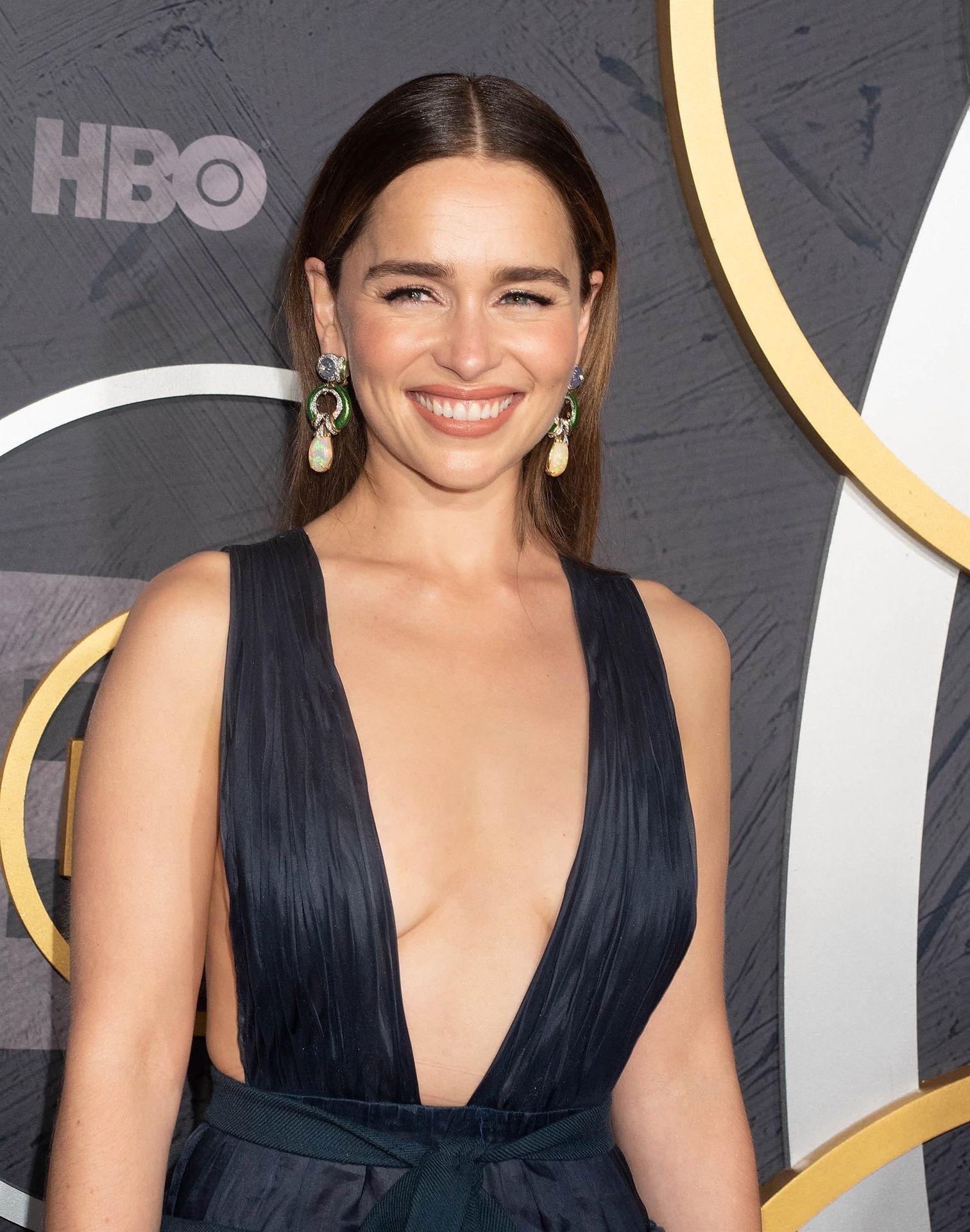 Emilia Clarke Sexy 015
