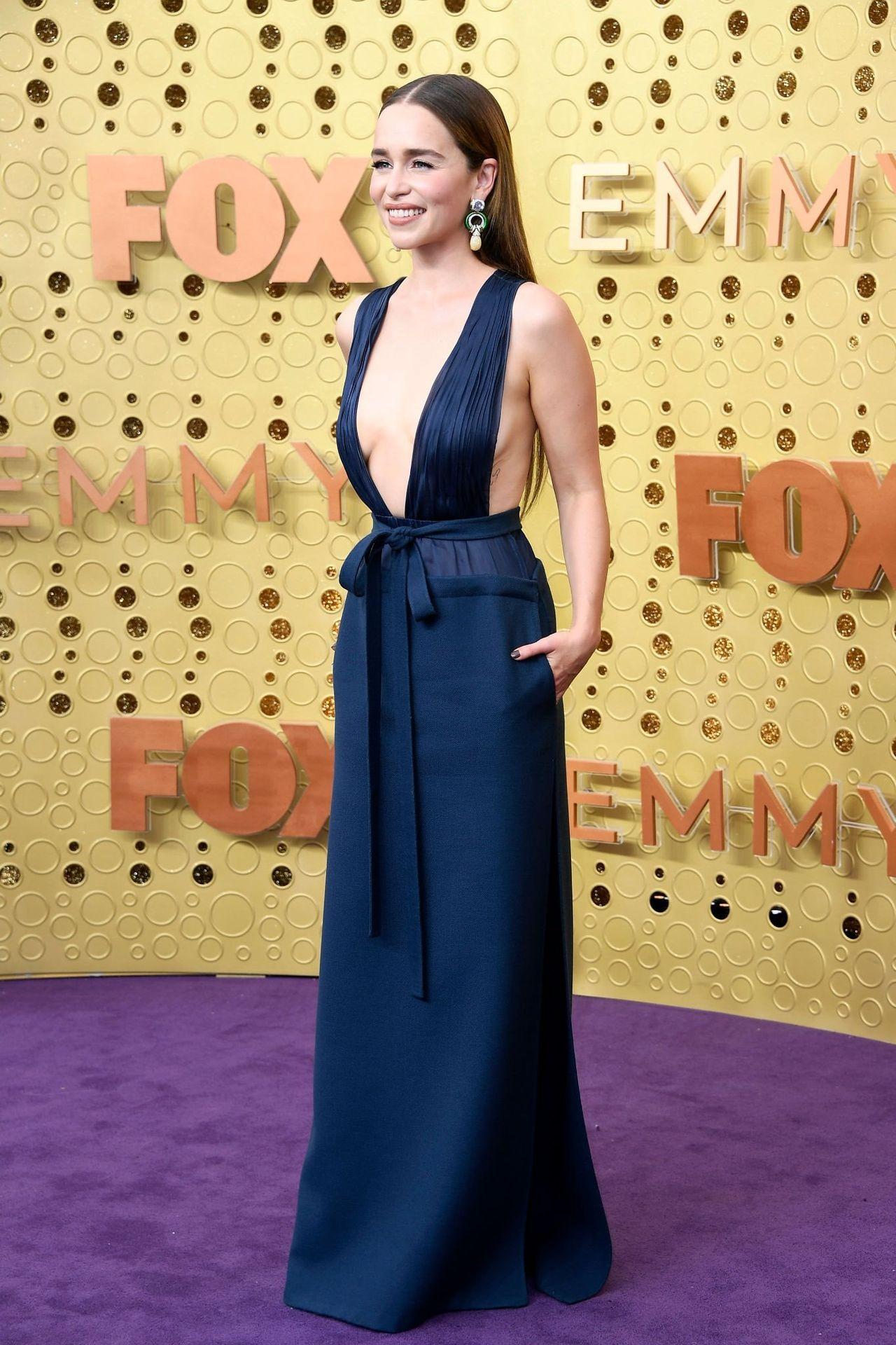 Emilia Clarke Sexy 028