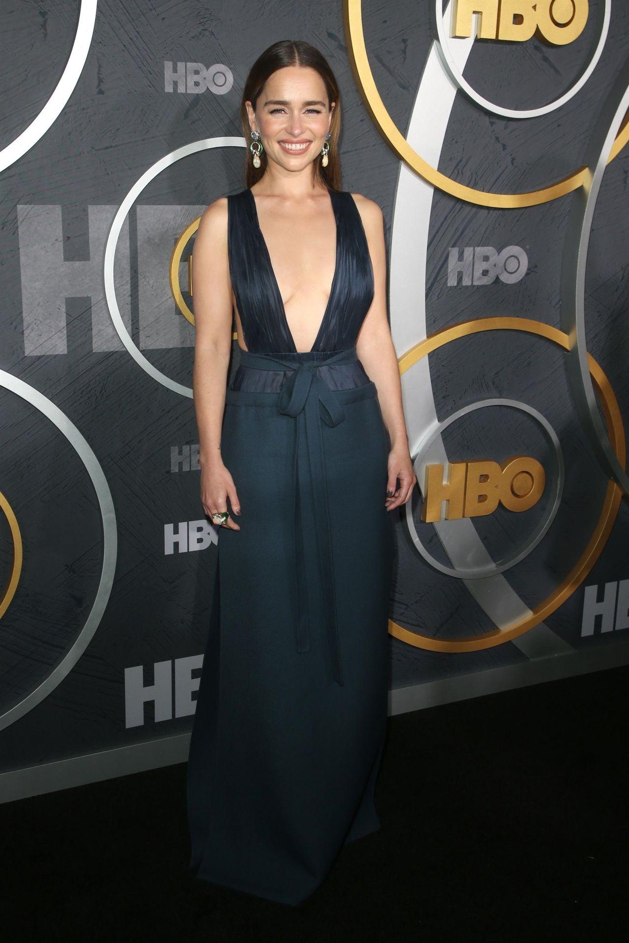 Emilia Clarke Sexy 003