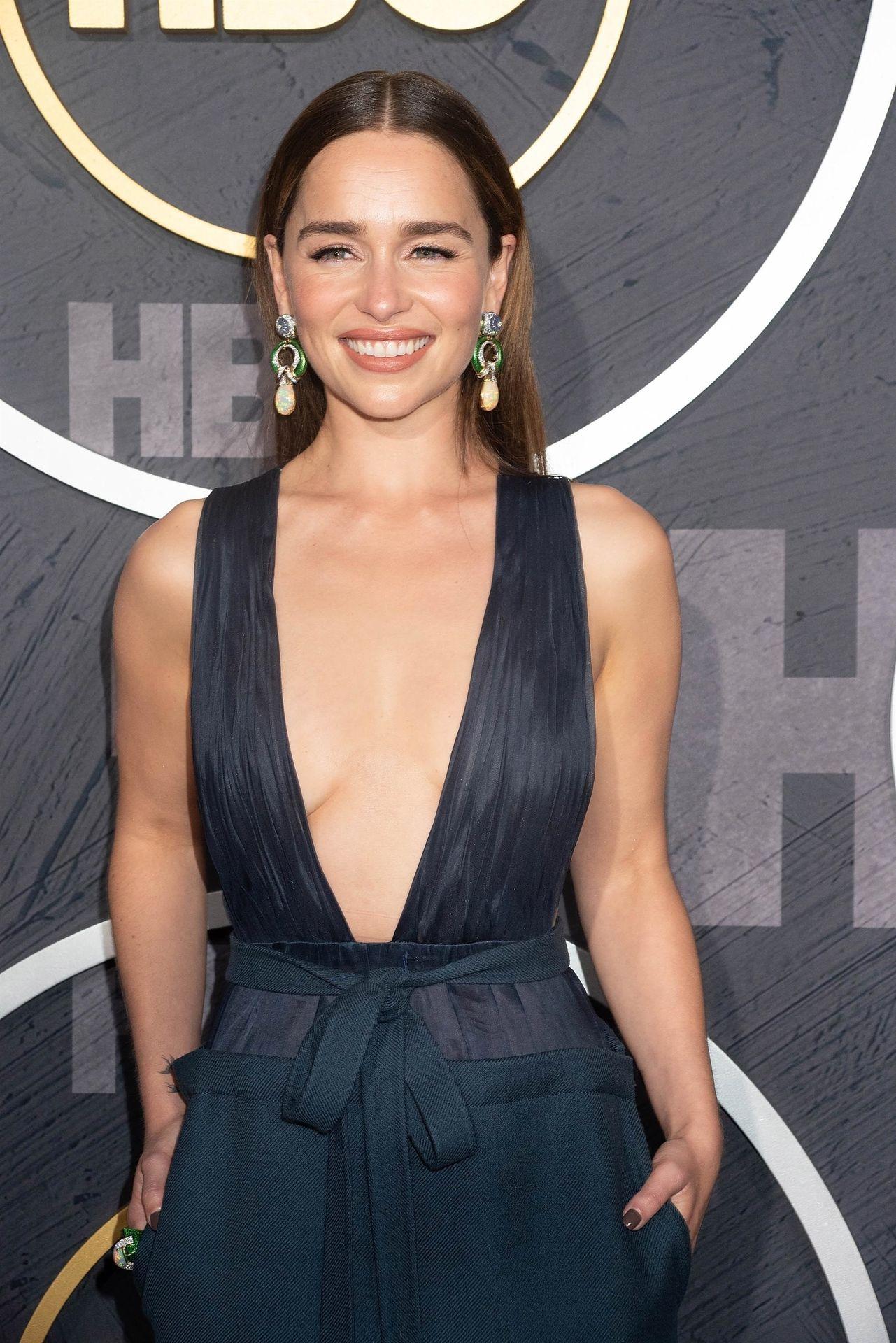 Emilia Clarke Sexy 009