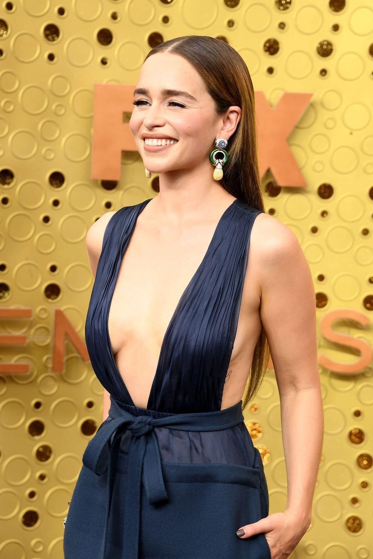 Emilia Clarke Sexy 001