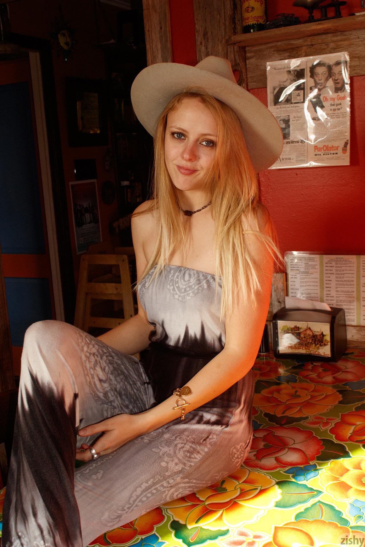 Helen Bergstrom Holy Guacamole Zishy (15)
