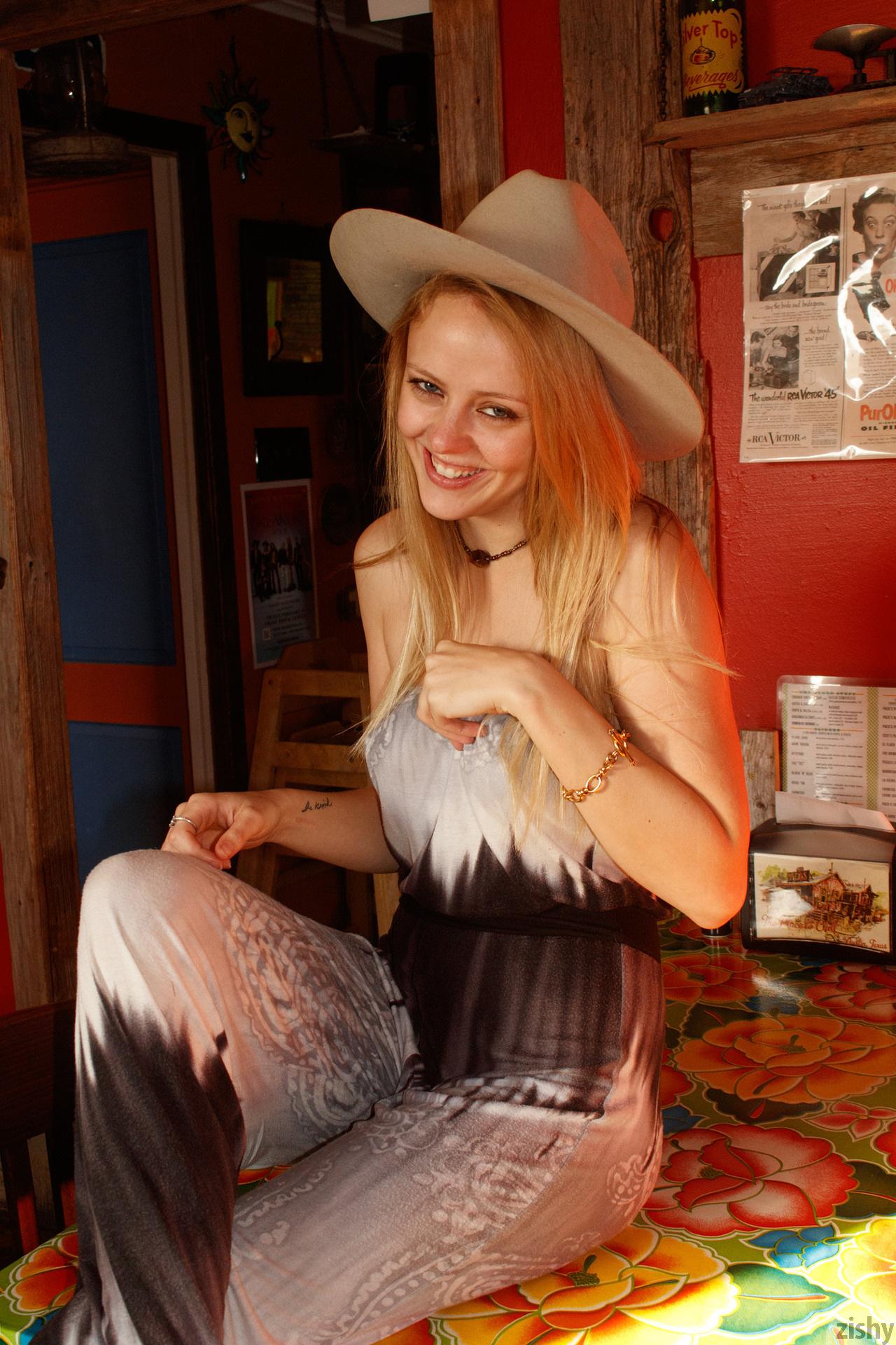 Helen Bergstrom Holy Guacamole Zishy (17)