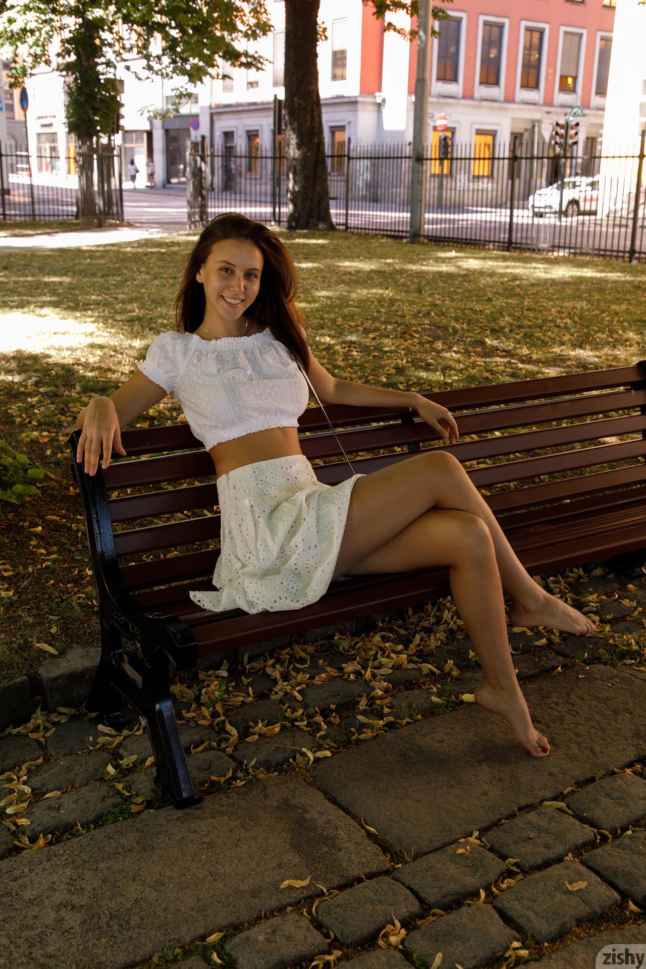 Jessica Albanka Melts Oslo Zishy (11)