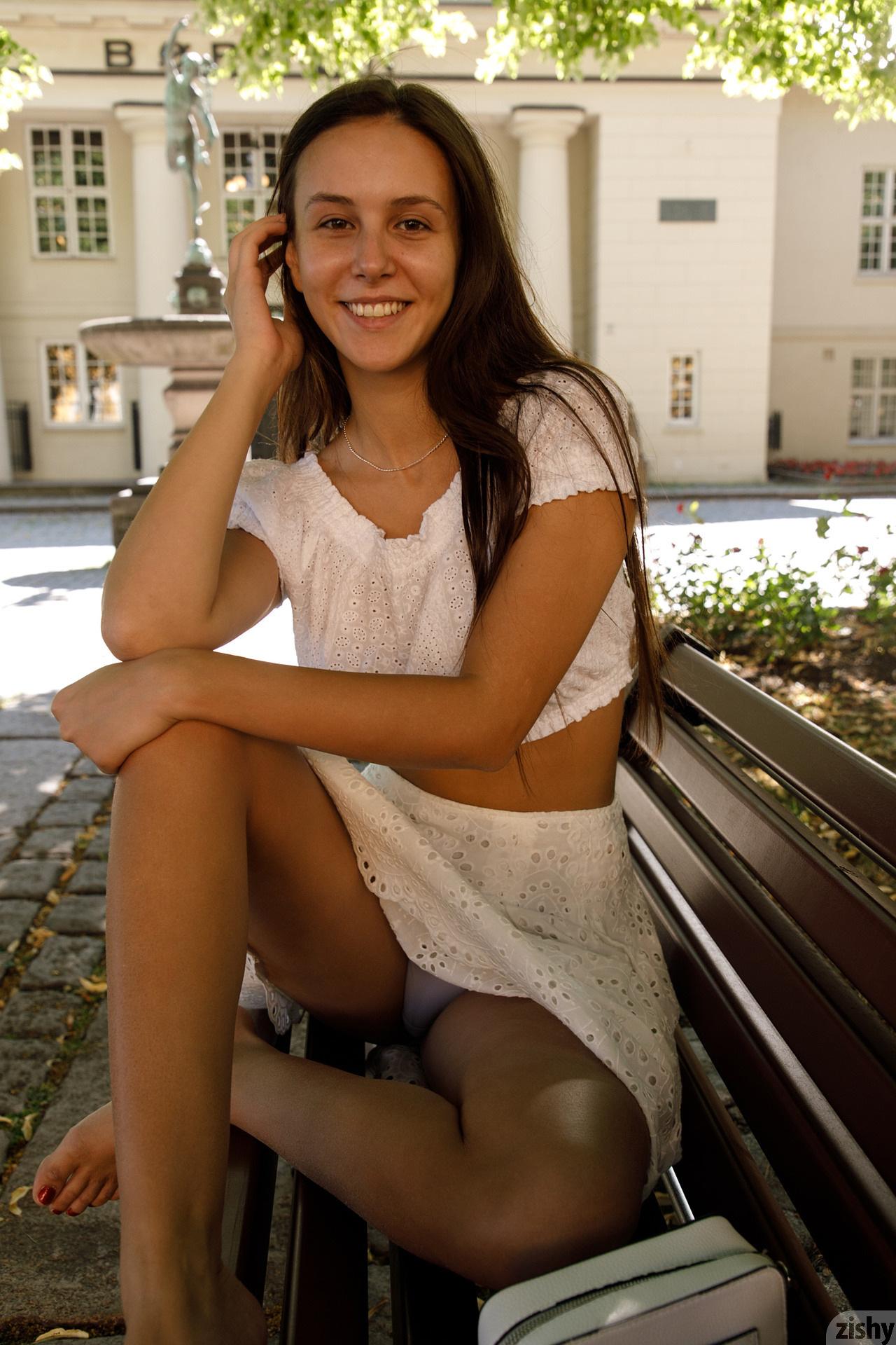 Jessica Albanka Melts Oslo Zishy (13)