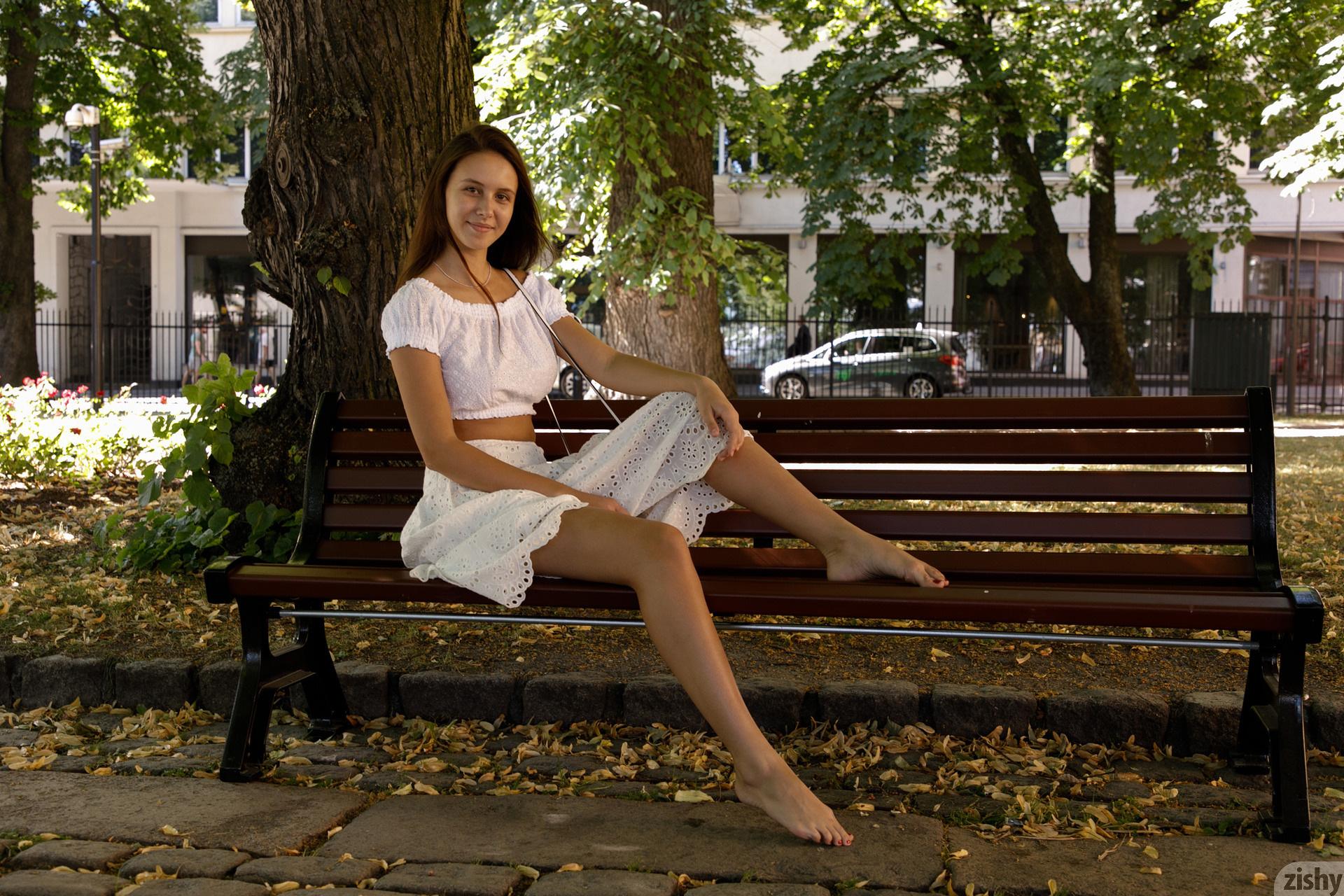Jessica Albanka Melts Oslo Zishy (16)