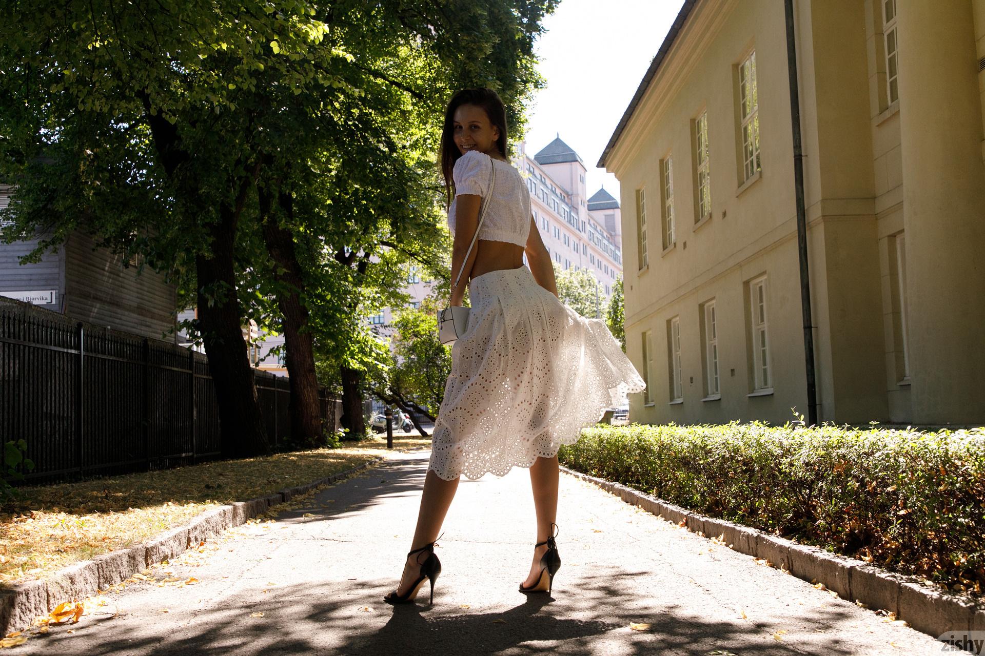 Jessica Albanka Melts Oslo Zishy (17)