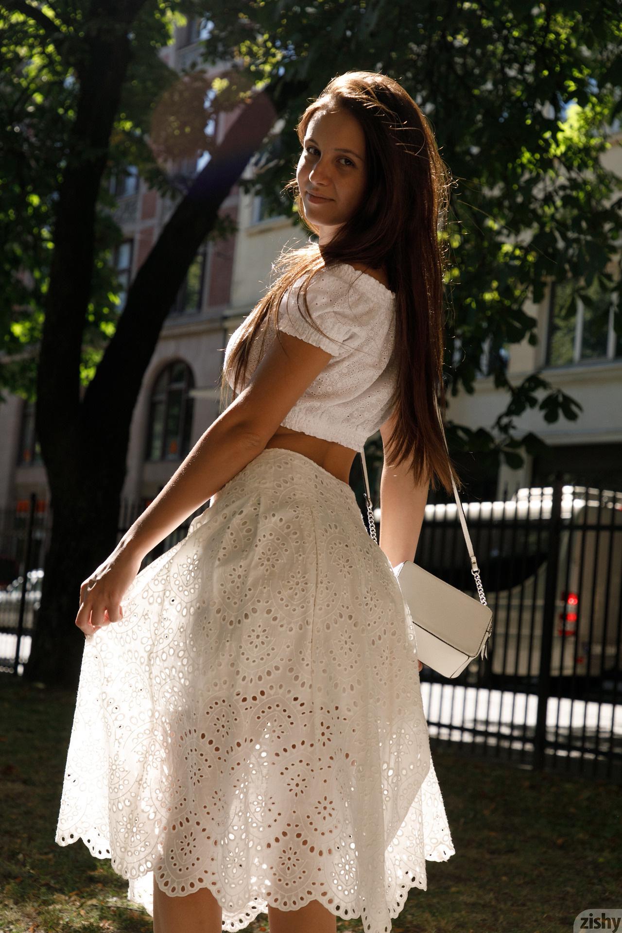Jessica Albanka Melts Oslo Zishy (4)