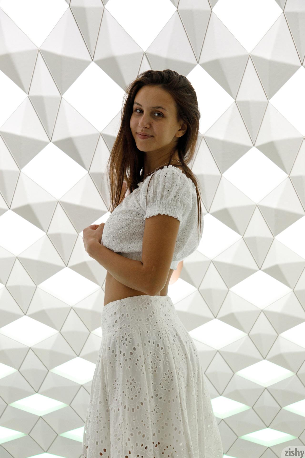 Jessica Albanka Melts Oslo Zishy (47)