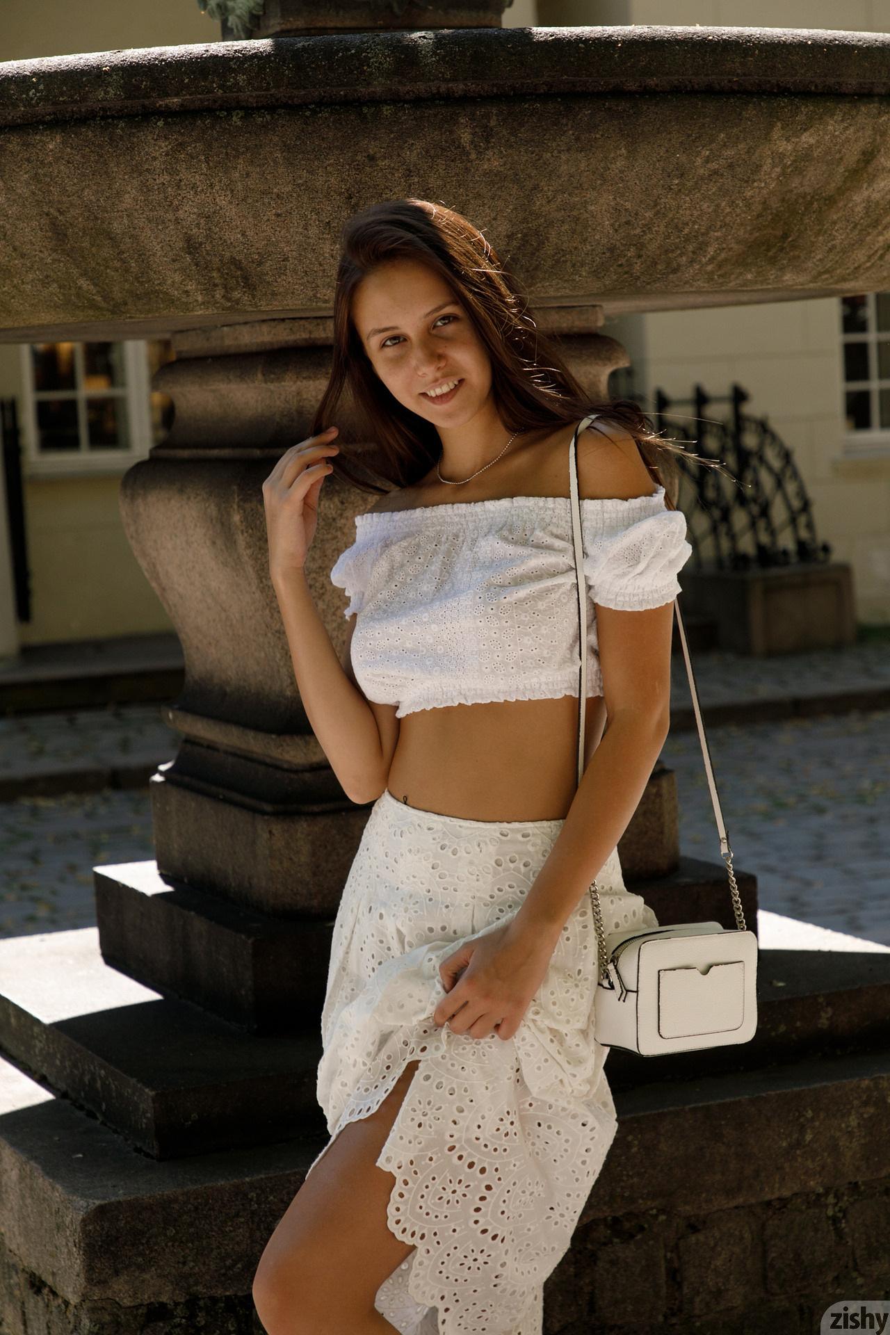 Jessica Albanka Melts Oslo Zishy (6)