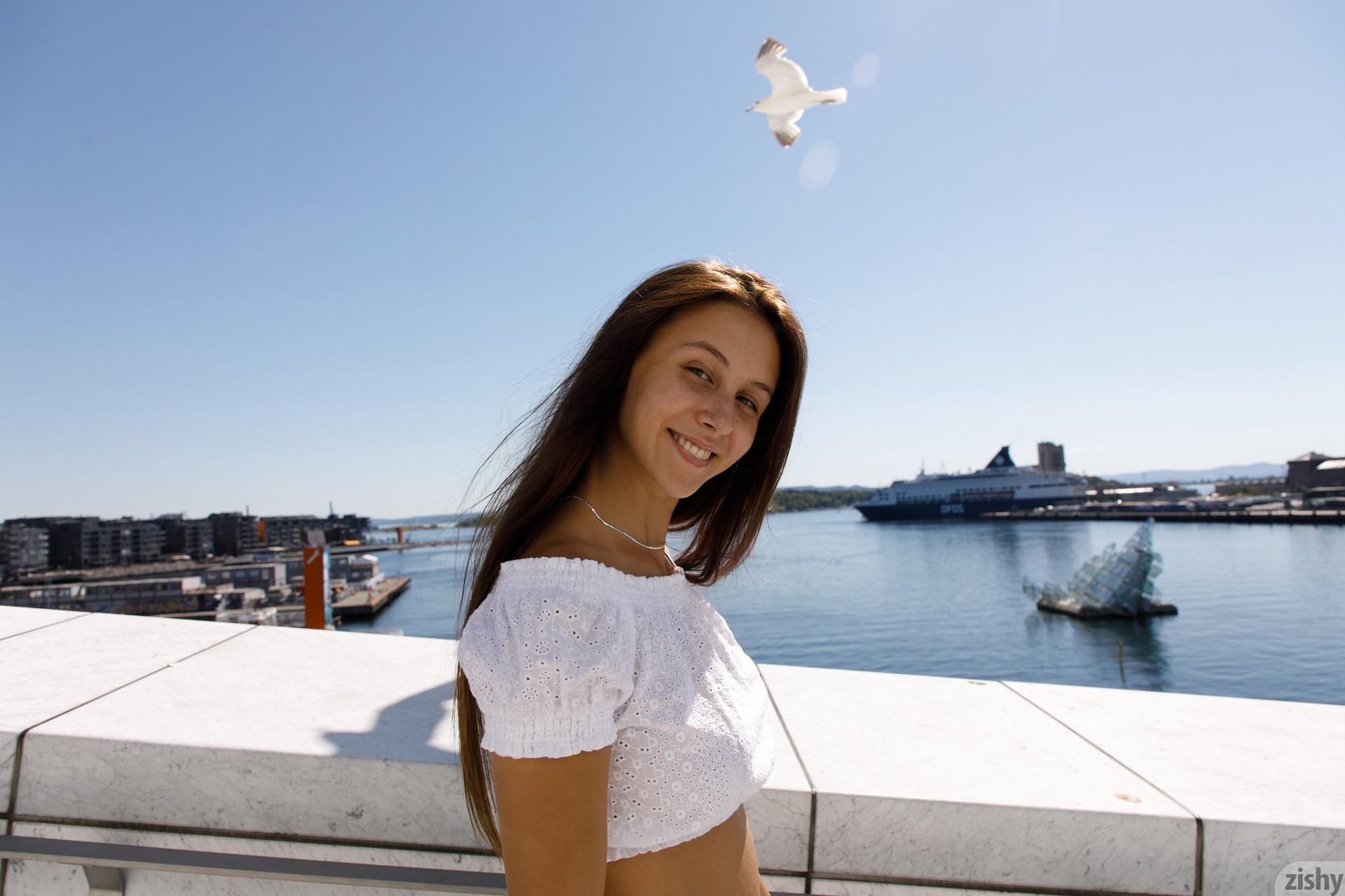 Jessica Albanka Melts Oslo Zishy (55)