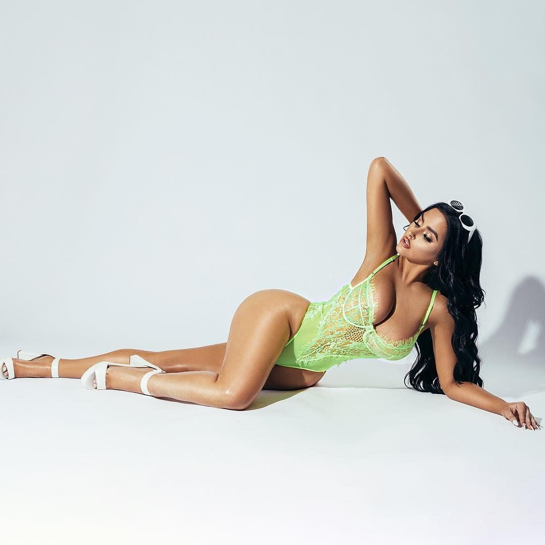 Abigail Ratchford Nude & Sexy 150