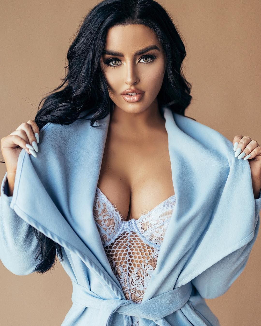 Abigail Ratchford Nude & Sexy 016