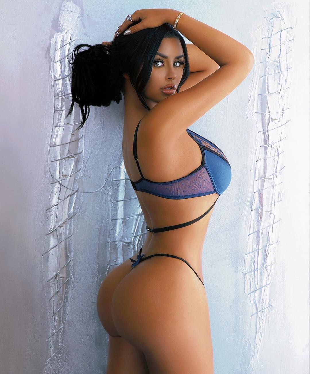 Abigail Ratchford Nude & Sexy 044