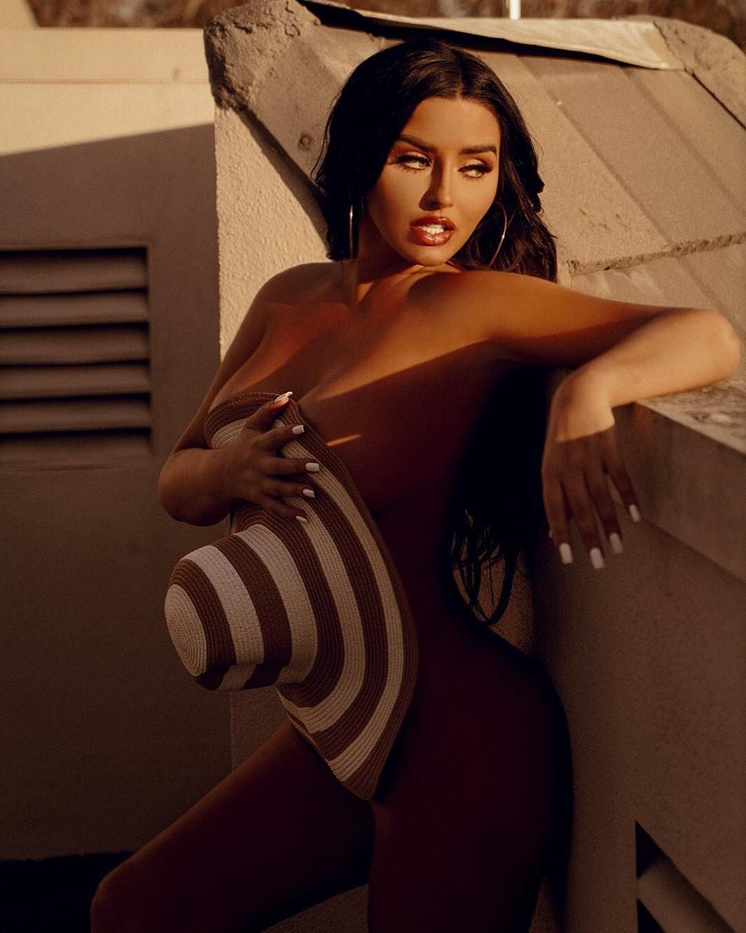 Abigail Ratchford Nude & Sexy 062
