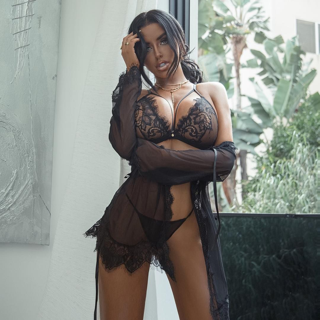 Abigail Ratchford Nude & Sexy 067