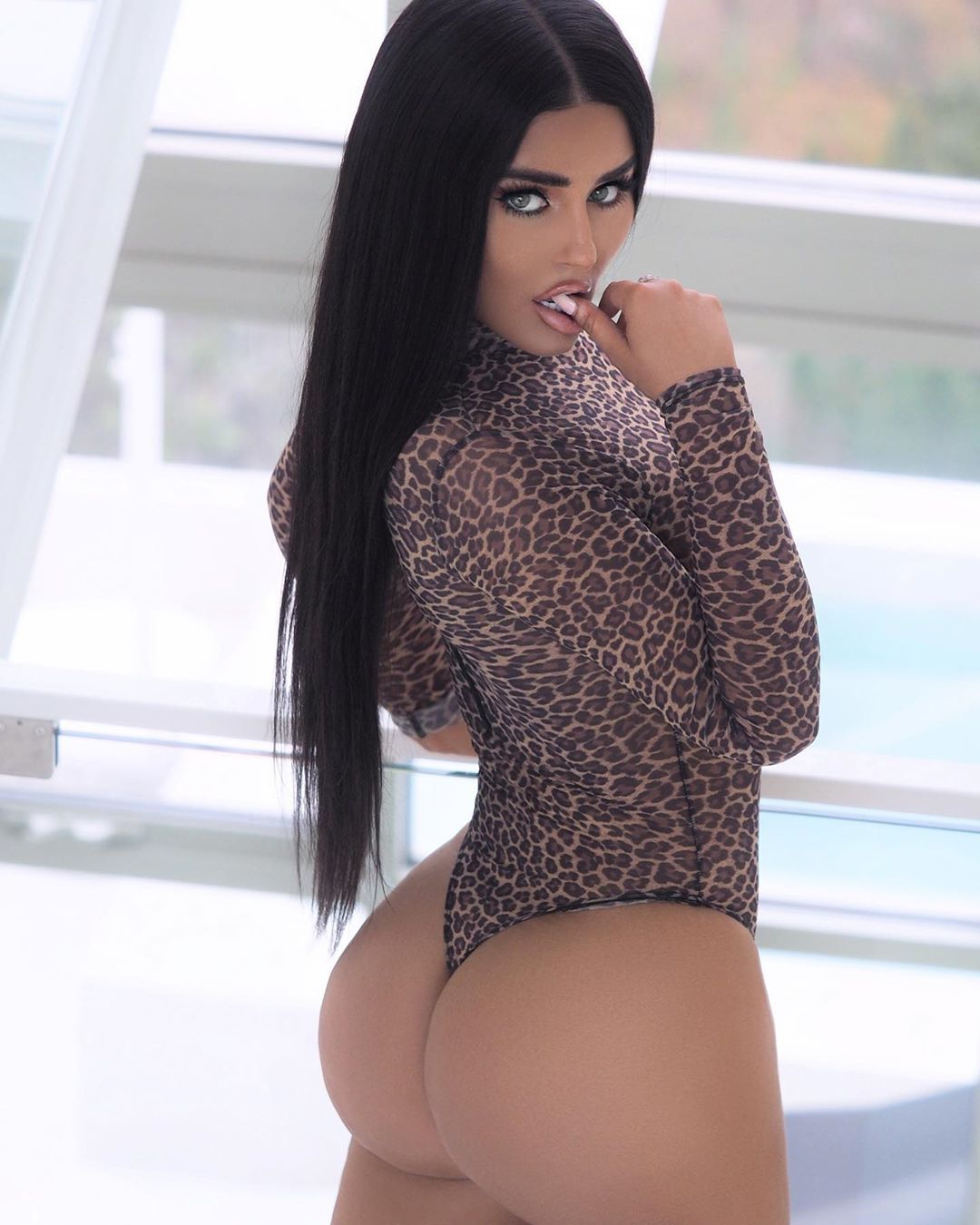 Abigail Ratchford Nude & Sexy 071