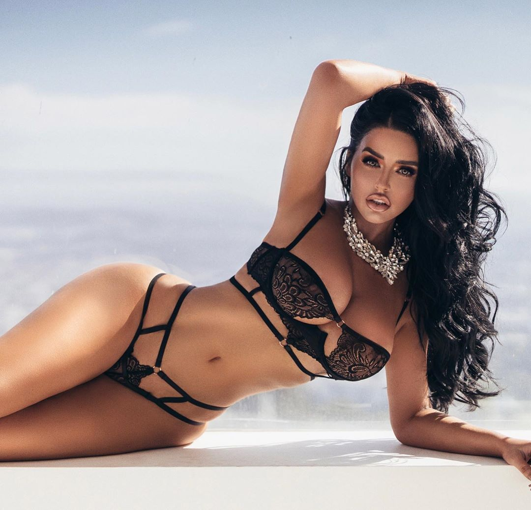 Abigail Ratchford Nude & Sexy 088