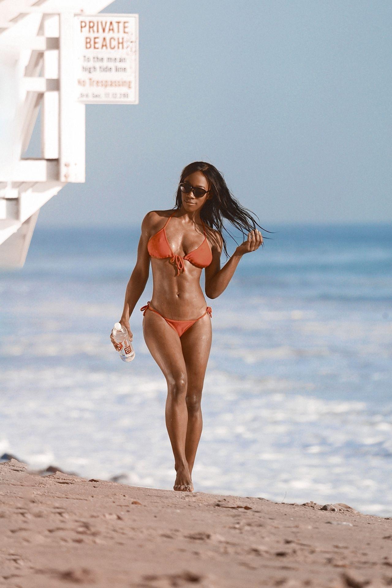 Adrianne Nina Sexy & Topless 0003