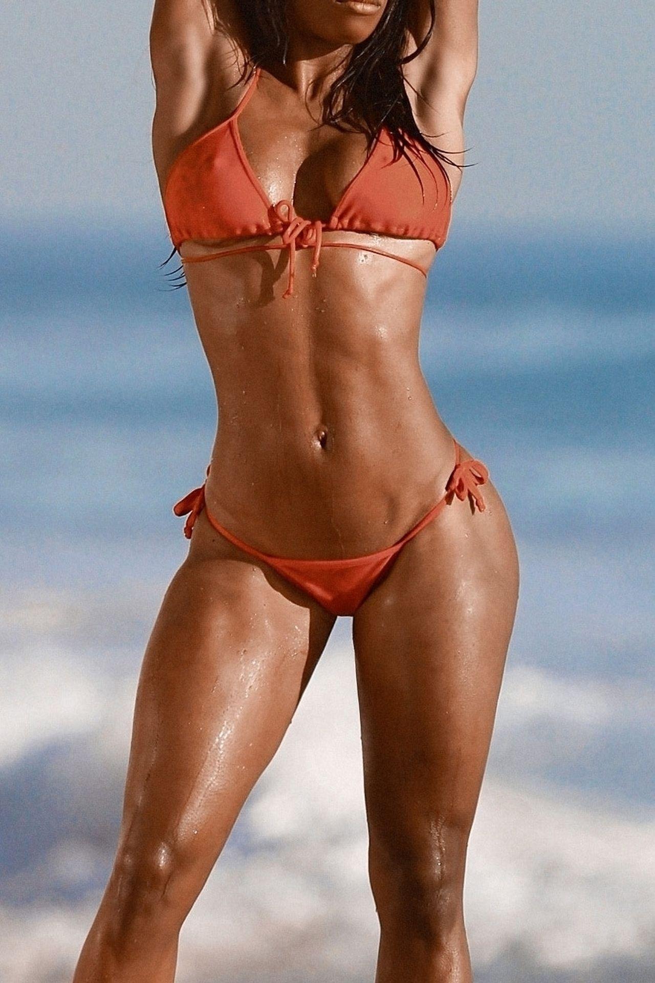 Adrianne Nina Sexy & Topless 0004