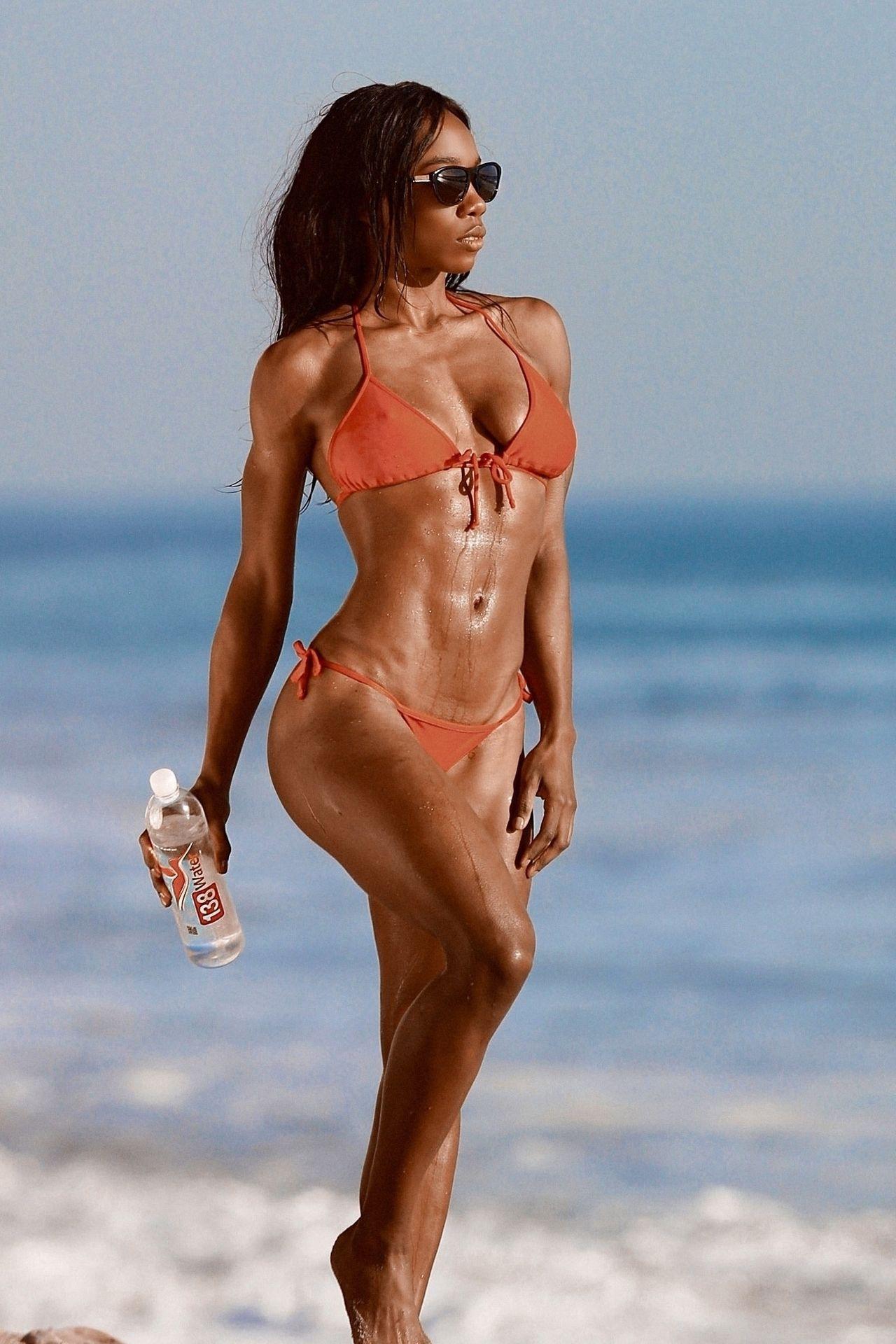 Adrianne Nina Sexy & Topless 0006