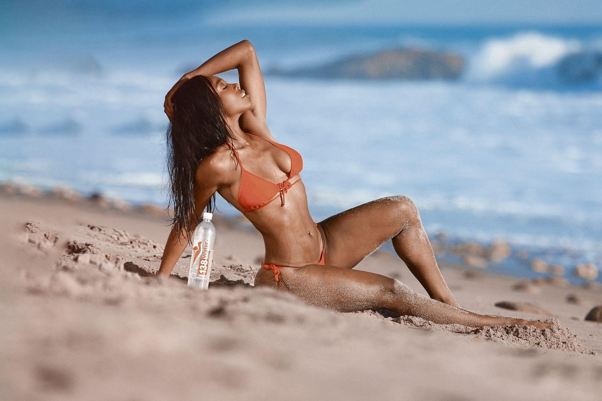 Adrianne Nina Sexy & Topless 0019