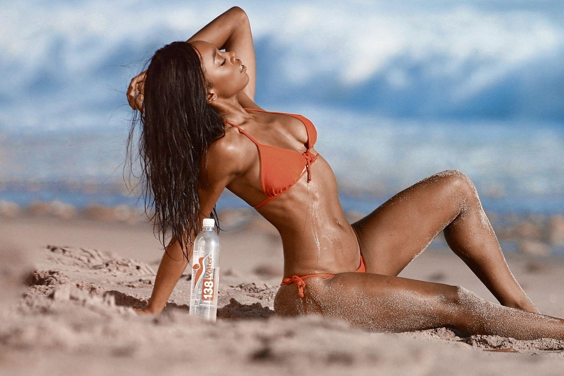Adrianne Nina Sexy & Topless 0020