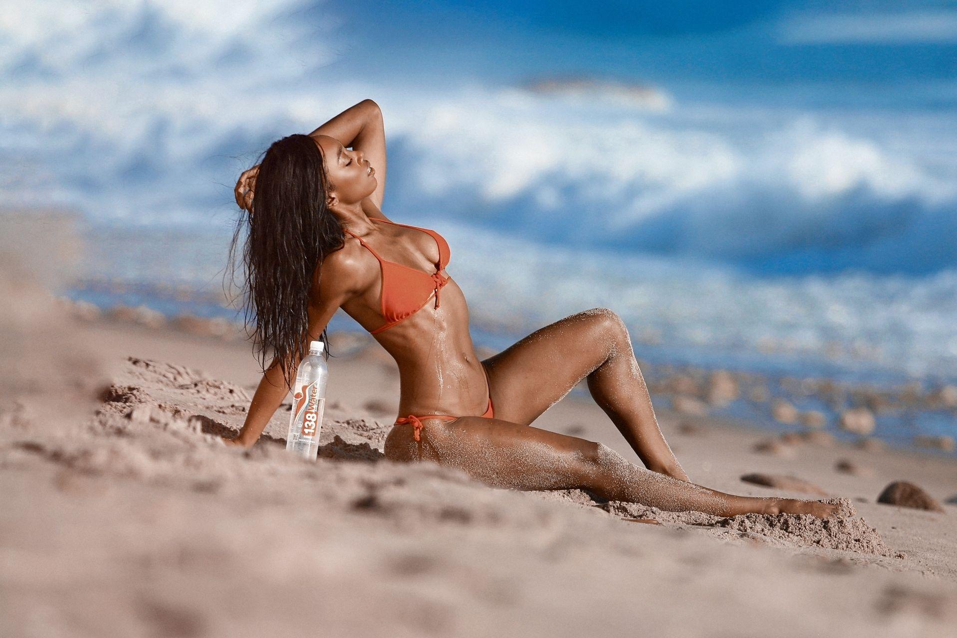 Adrianne Nina Sexy & Topless 0021