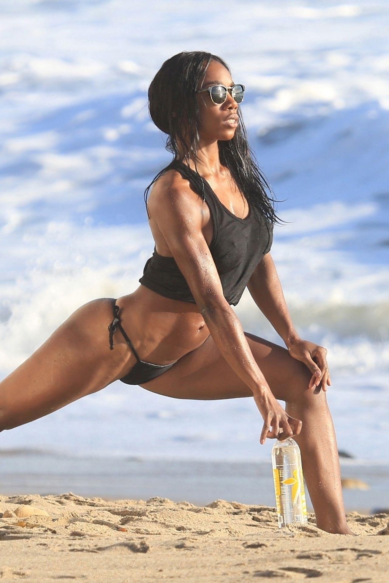 Adrianne Nina Sexy & Topless 0024