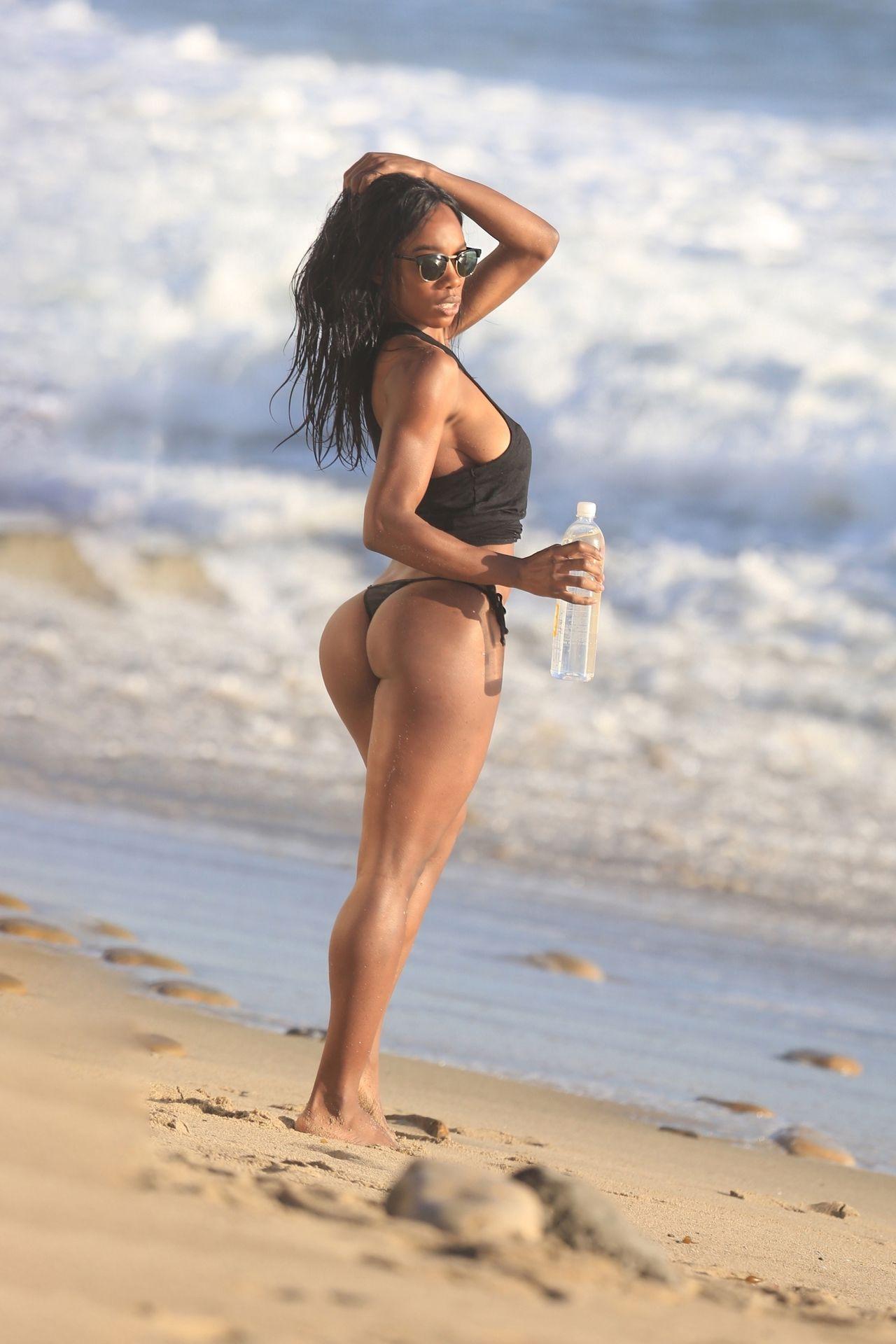 Adrianne Nina Sexy & Topless 0029