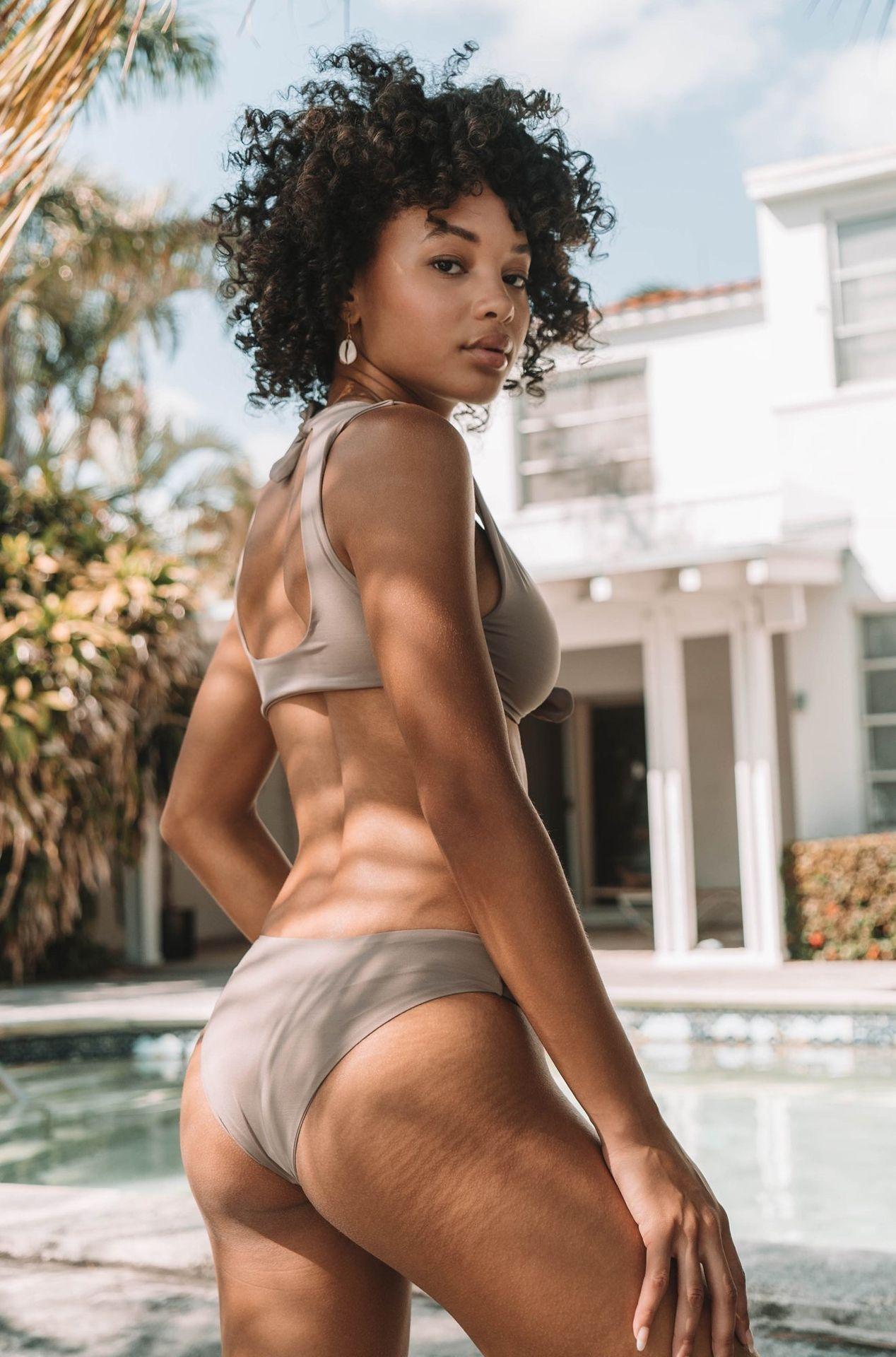 Jamea Lynee Nude & Sexy 0082
