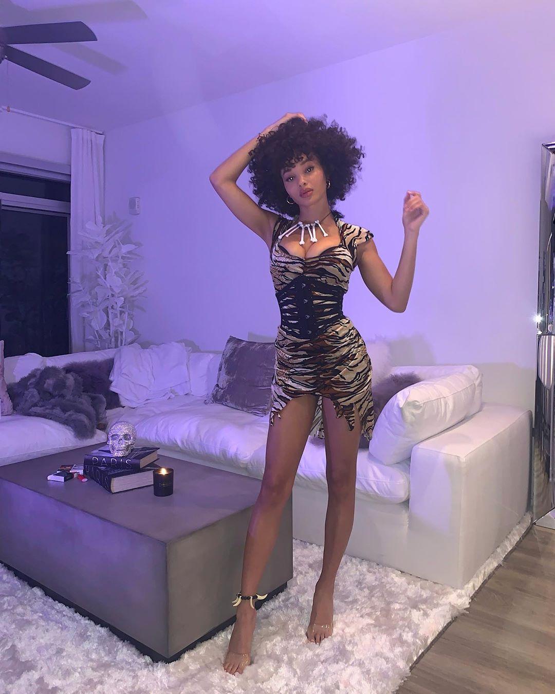 Jamea Lynee Nude & Sexy 0170