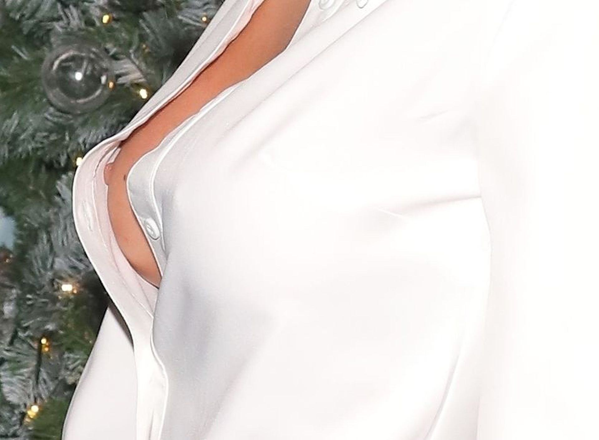 Laura Anderson Nip Slip 0012