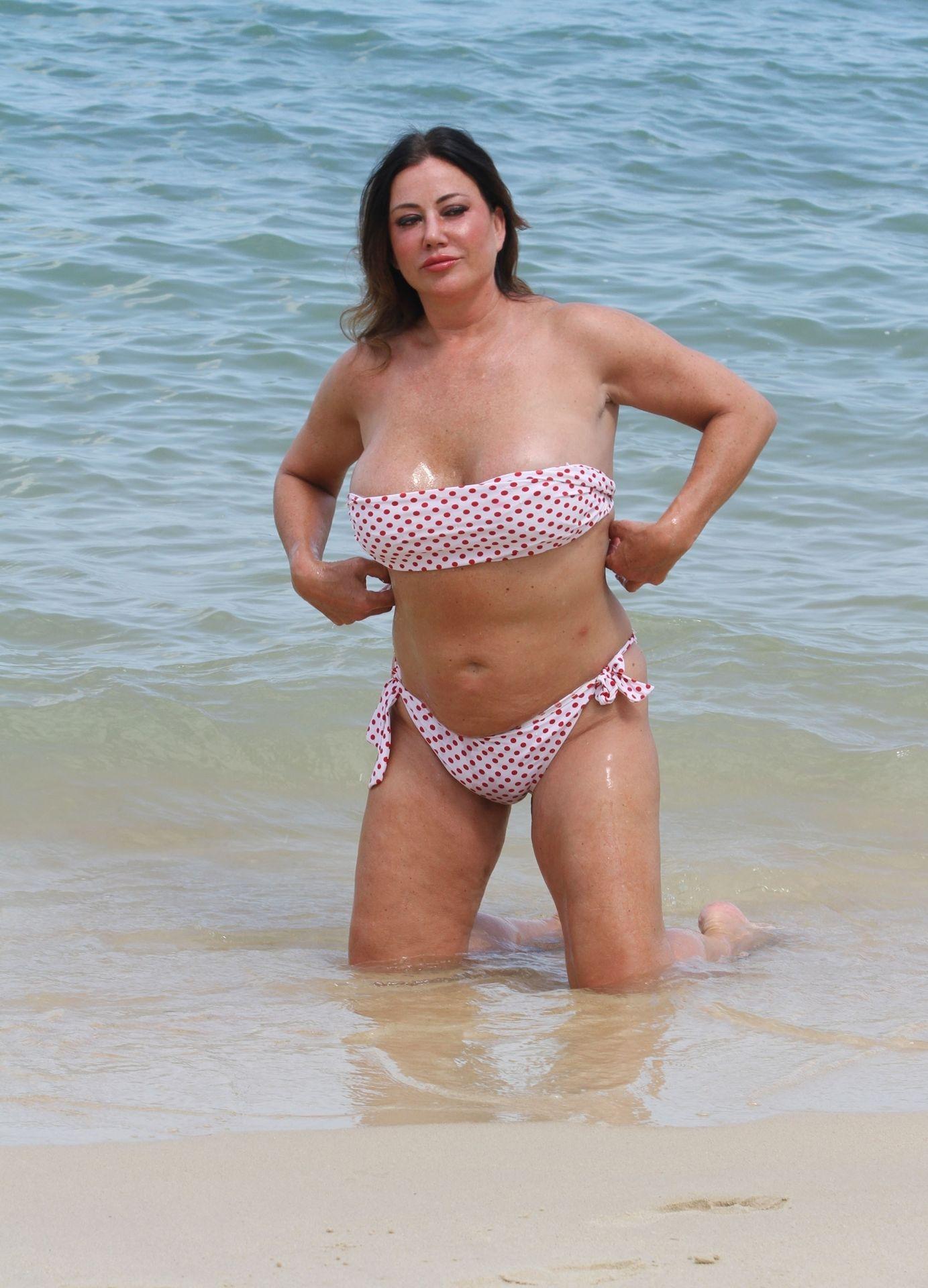 Lisa Appleton Hot & Topless 0002