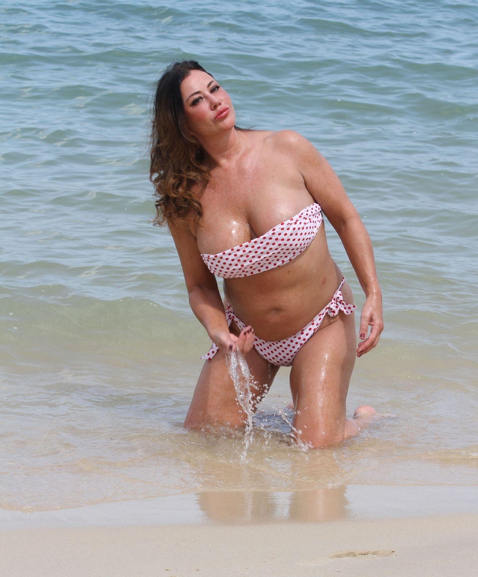 Lisa Appleton Hot & Topless 0004