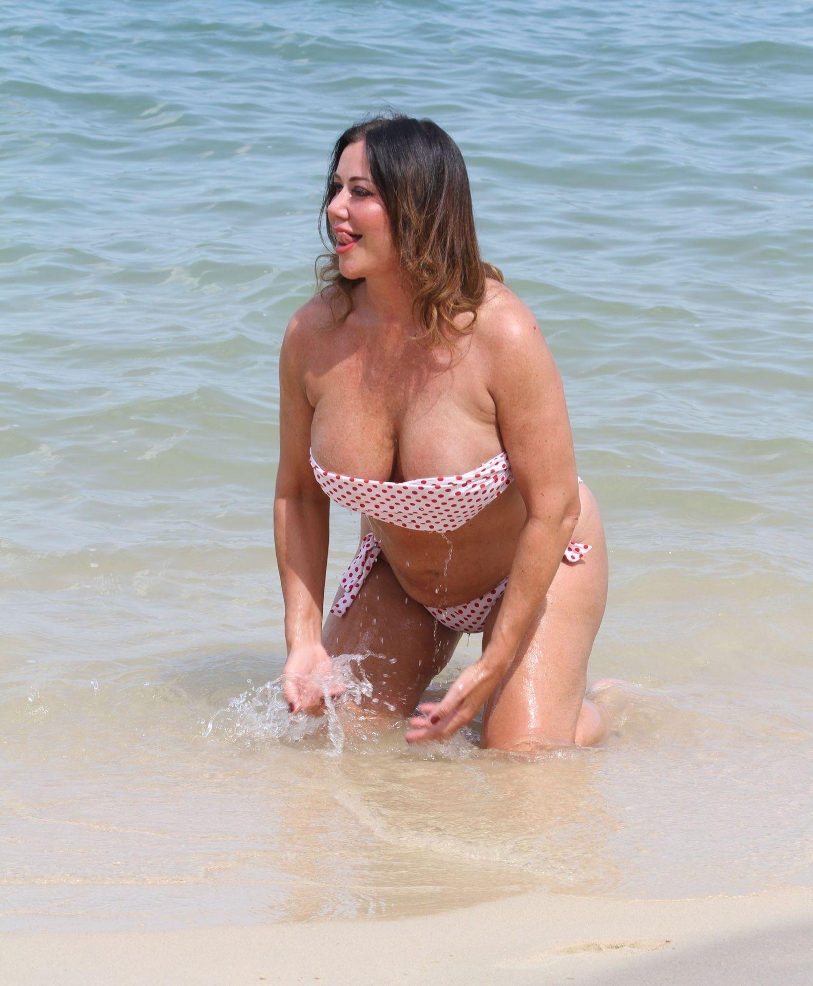 Lisa Appleton Hot & Topless 0007