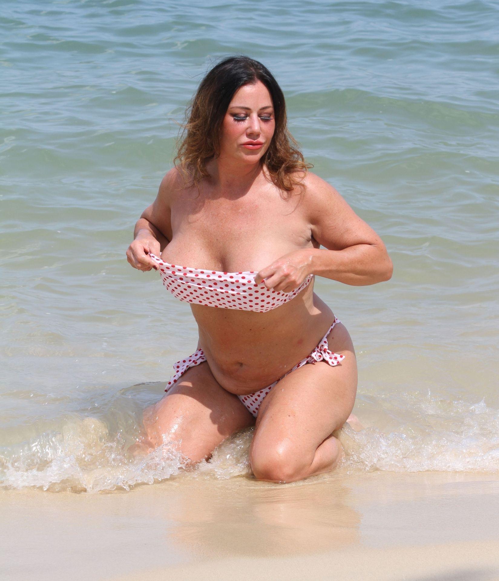 Lisa Appleton Hot & Topless 0010